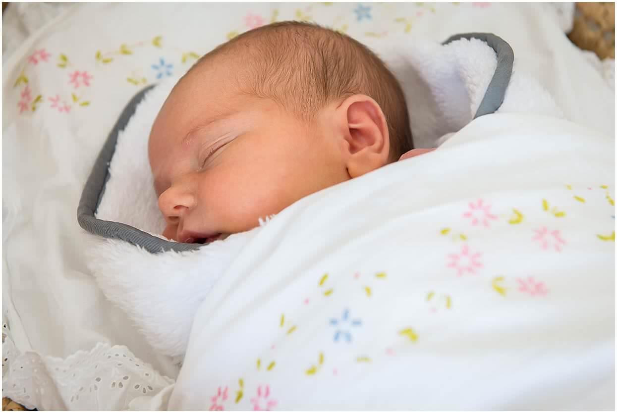 Newbornshoot_Lifestyleshoot_Newborn_Herpen_Vught_Ongedwongen_Fotograaf_Oss_0031.jpg