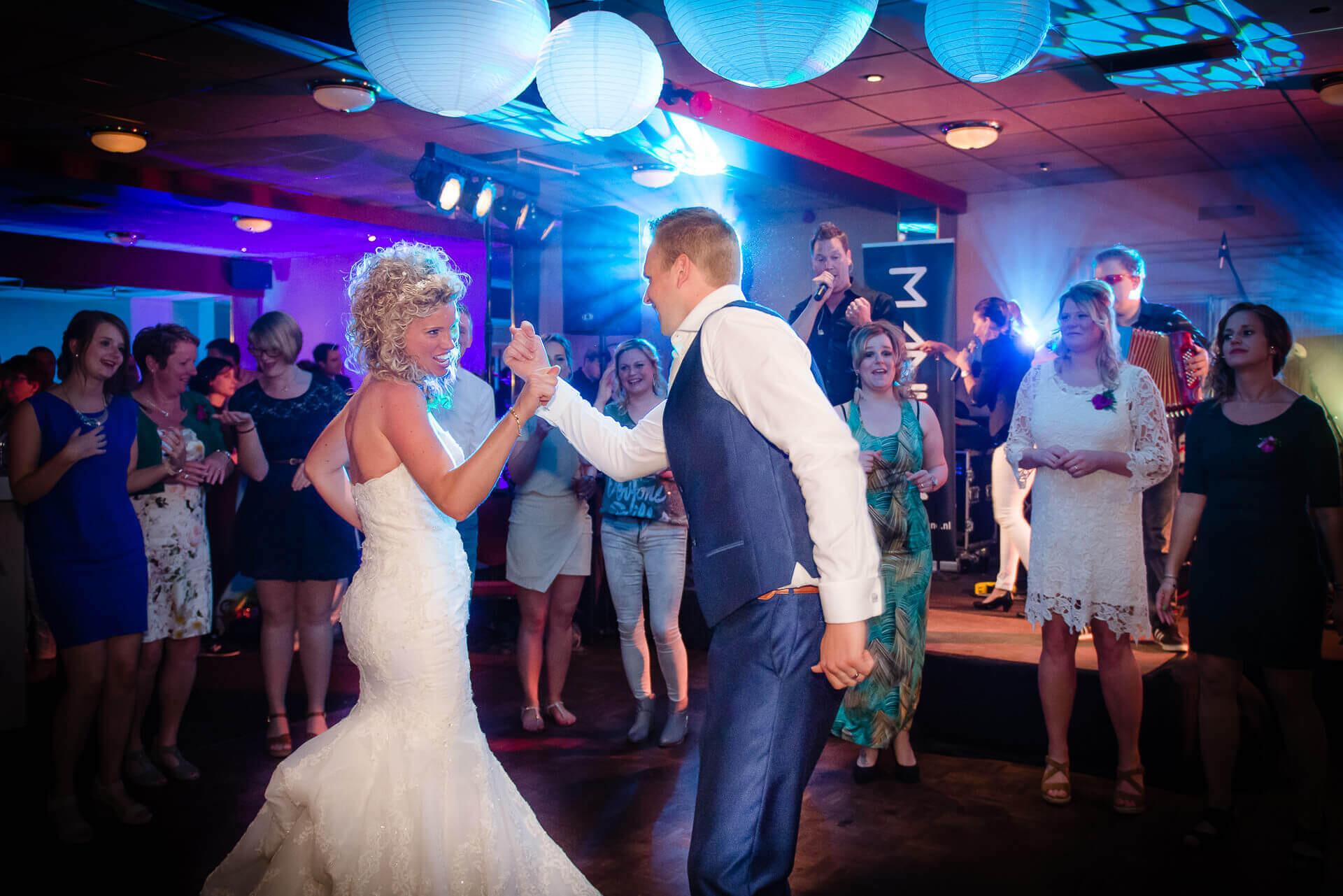 Bruidsfotografie Berghem Feestavond door Bruidsfotograaf Sandy Peters