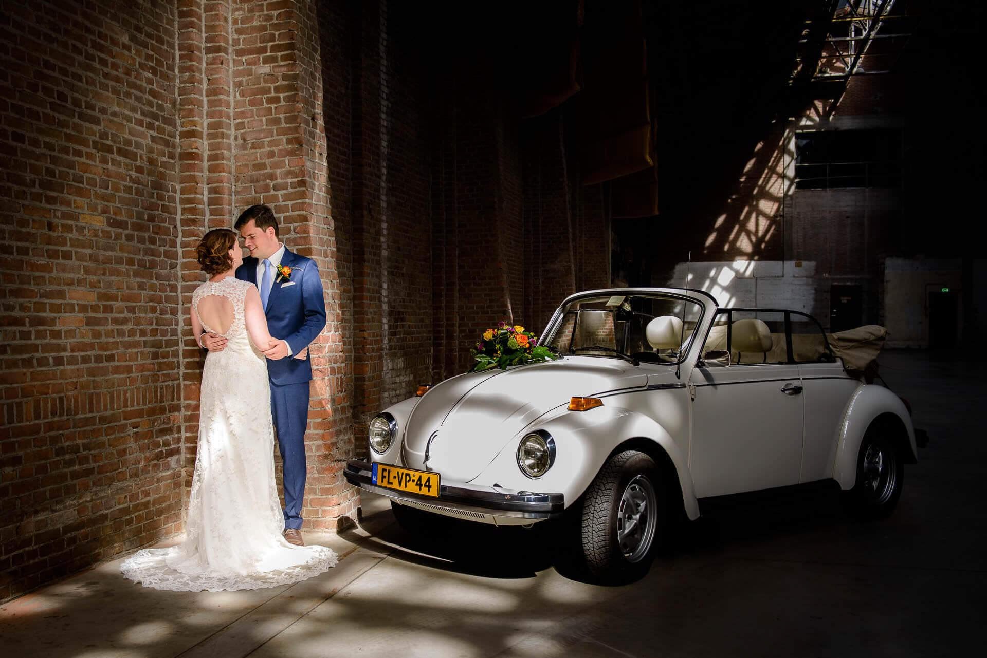 Bruidsfotograaf Brabant industriele fotoshoot bij de oude CHV fabriek in Veghel door bruidsfotograaf Sandy Peters