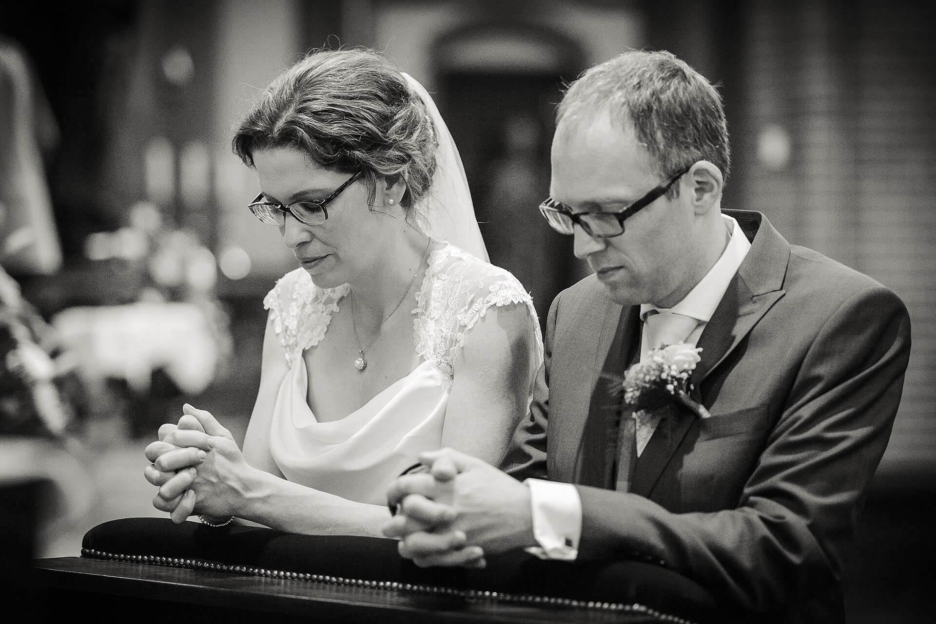 Bruidsreportage Trouwen bij Jochumhof in Steyl en Martinuskerk in Tegelen bij Venlo door Bruidsfotograaf Sandy Peters