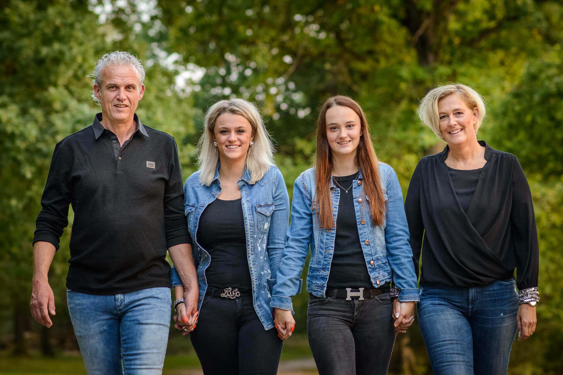 fotograaf Nijmegen, familie fotoshoot in de bossen door Bruidsfotograaf Sandy Peters