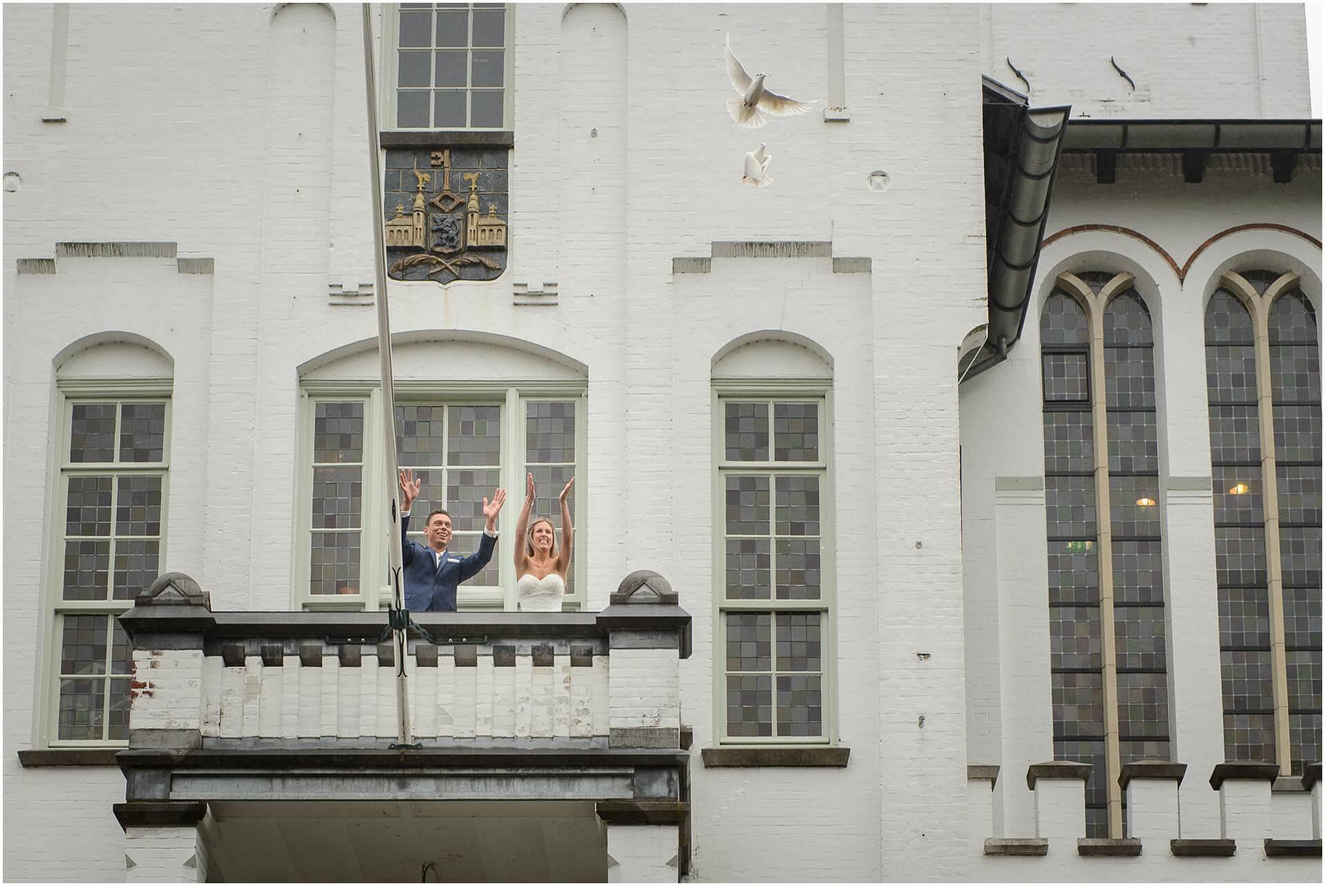 Fotograaf den Bosch Bruiloft fotograaf Brabant bij het Raadhuis in Vught door Bruidsfotograaf Sandy Peters uit Oss_0009.jpg