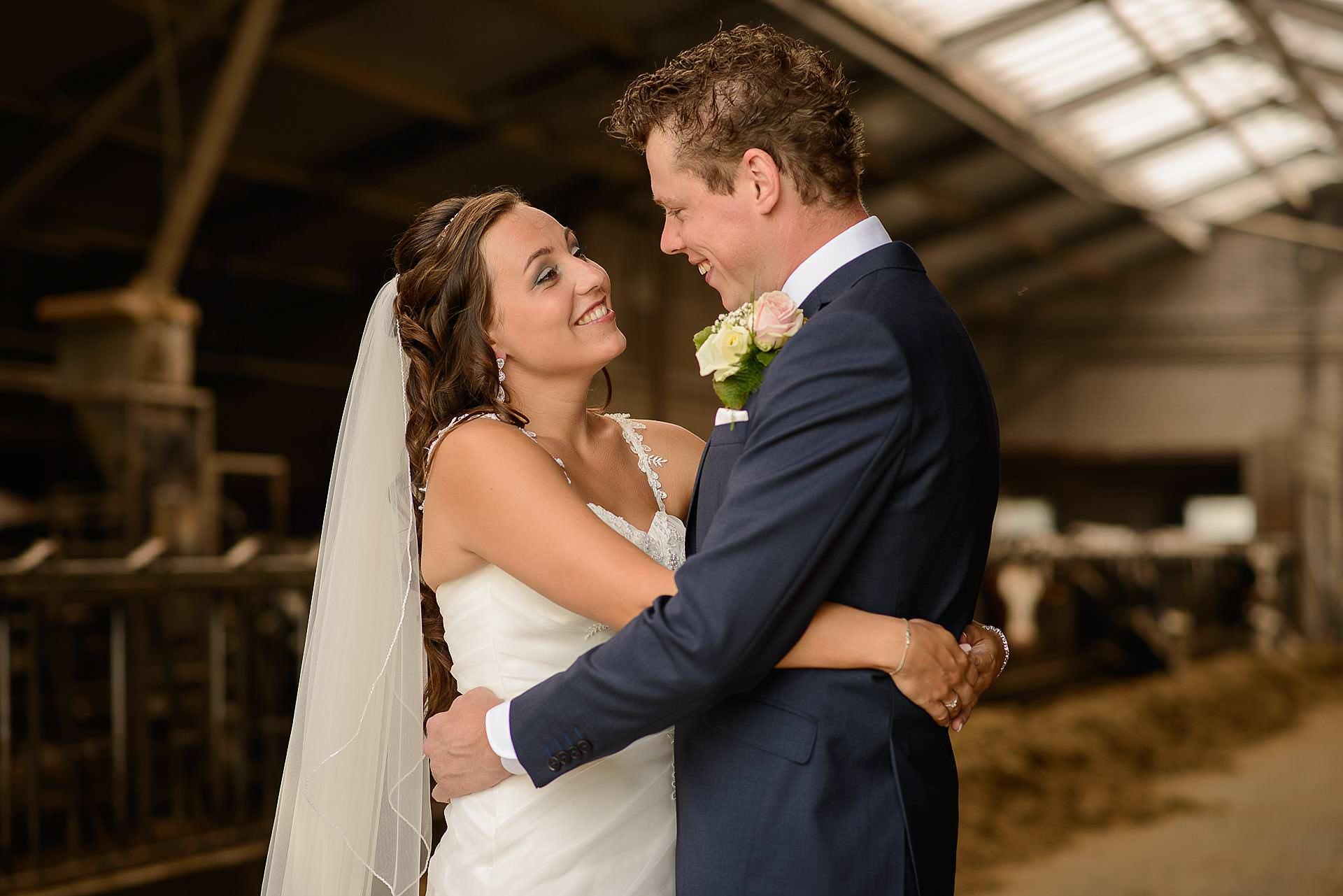 Bruidsfotografie Lithoijen en Oss trouwen in eigen tuin door bruidsfotograaf Sandy Peters