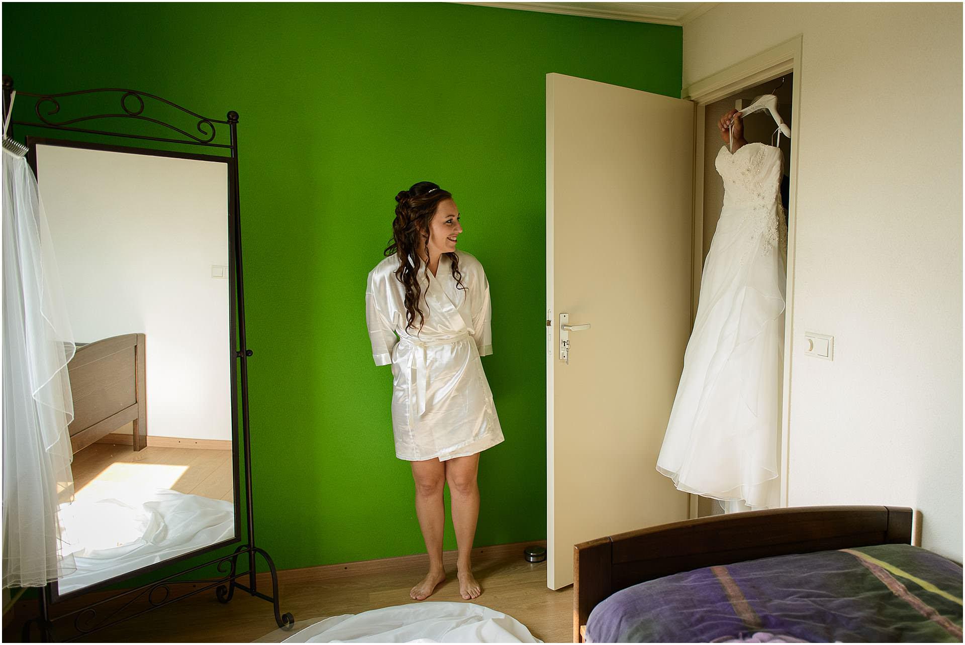 Bruidsfotografie Lithoijen (Oss) trouwen in eigen tuin door bruidsfotograaf Sandy Peters_0009.jpg