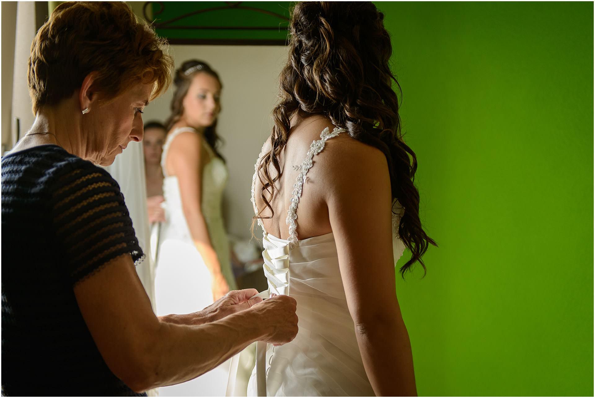 Bruidsfotografie Lithoijen (Oss) trouwen in eigen tuin door bruidsfotograaf Sandy Peters_0012.jpg