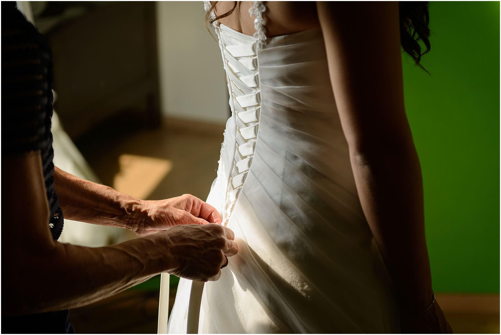 Bruidsfotografie Lithoijen (Oss) trouwen in eigen tuin door bruidsfotograaf Sandy Peters_0014.jpg
