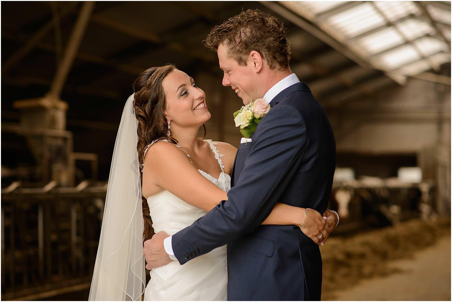 Bruidsfotografie Lithoijen (Oss) trouwen in eigen tuin door bruidsfotograaf Sandy Peters_0019.jpg