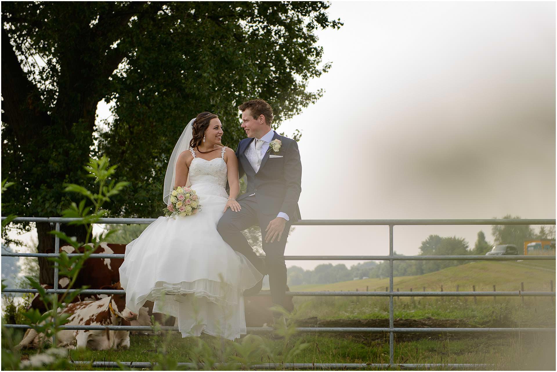 Bruidsfotografie Lithoijen (Oss) trouwen in eigen tuin door bruidsfotograaf Sandy Peters_0022.jpg
