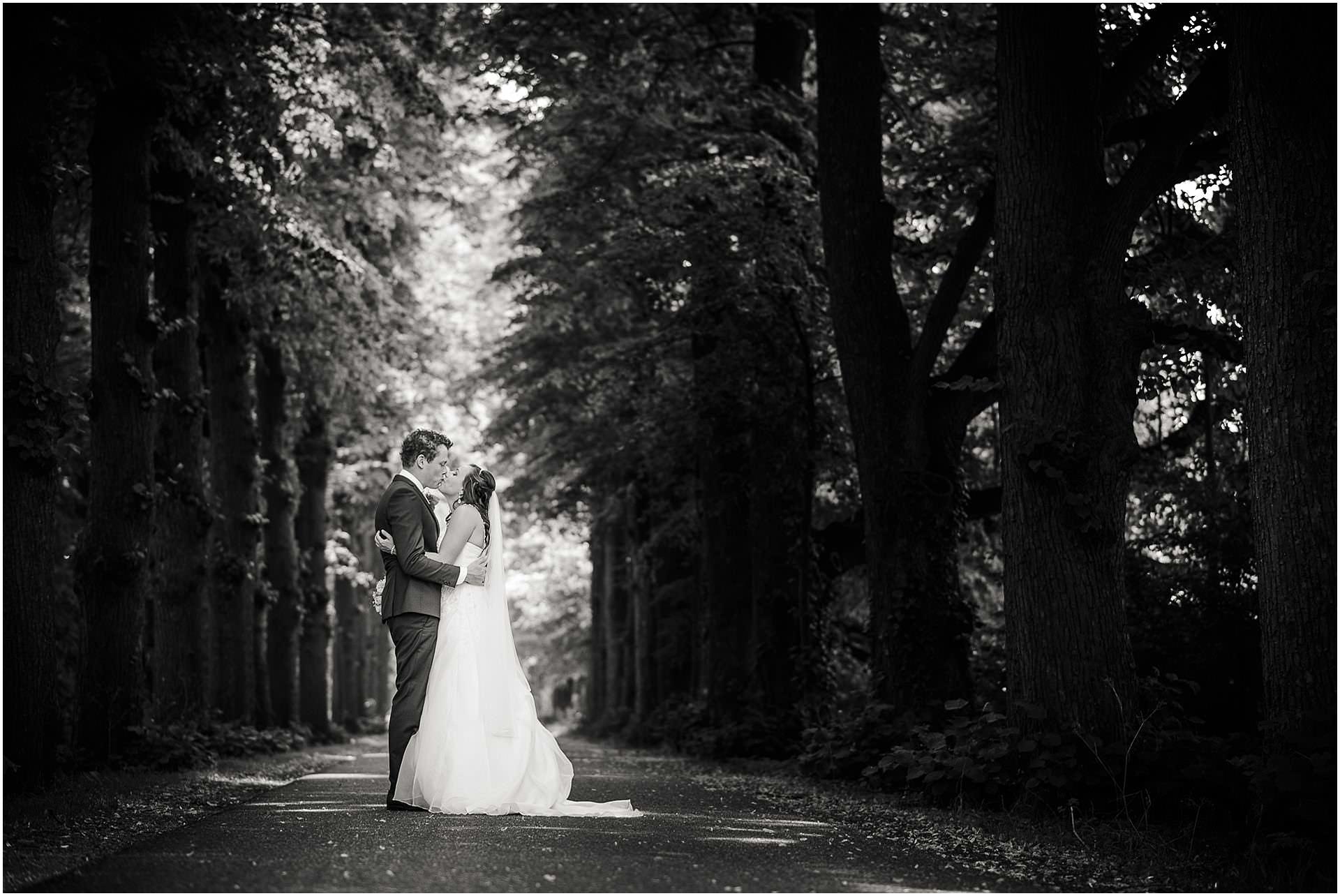 Bruidsfotografie Lithoijen (Oss) trouwen in eigen tuin door bruidsfotograaf Sandy Peters_0023.jpg