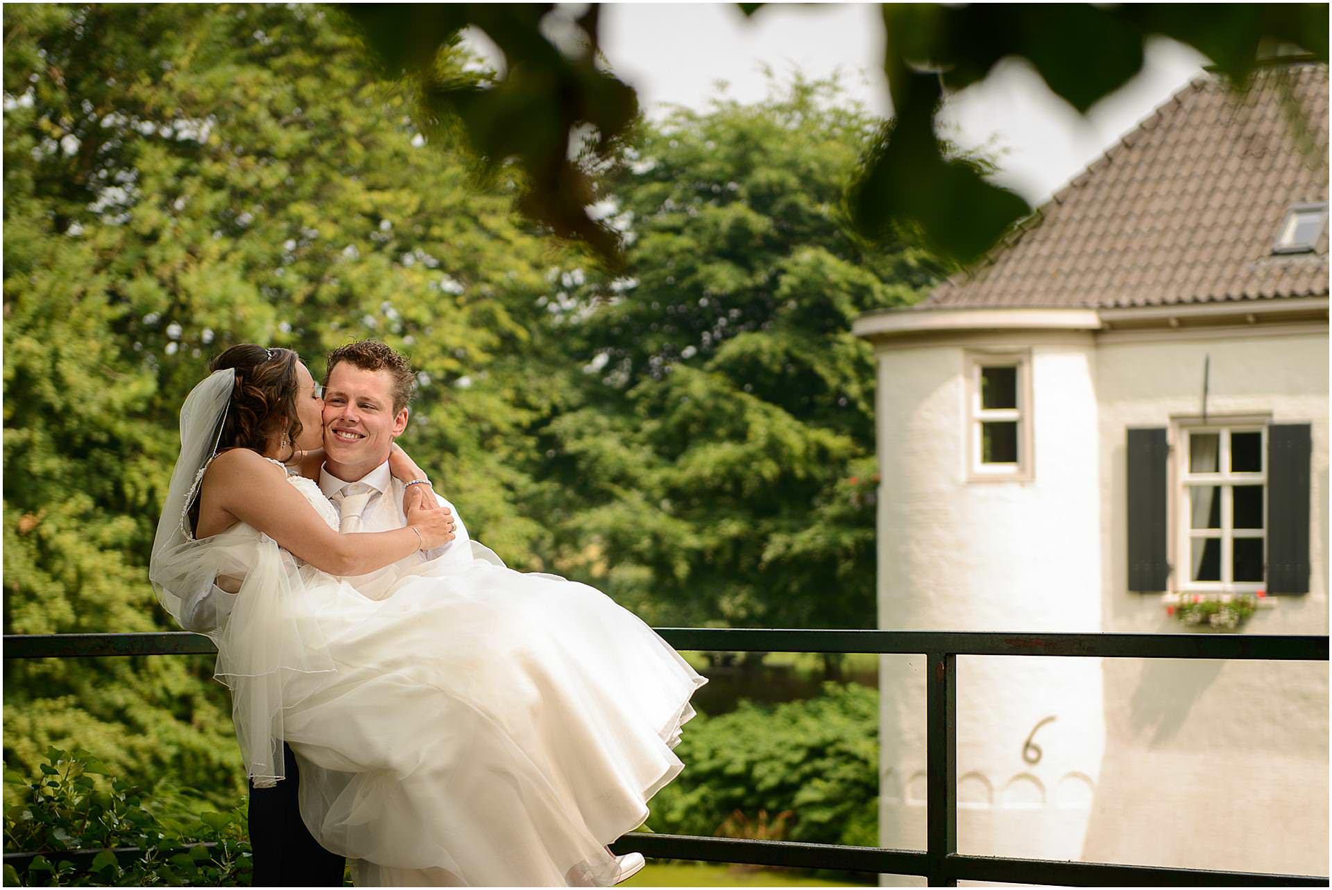 Bruidsfotografie Lithoijen (Oss) trouwen in eigen tuin door bruidsfotograaf Sandy Peters_0026.jpg