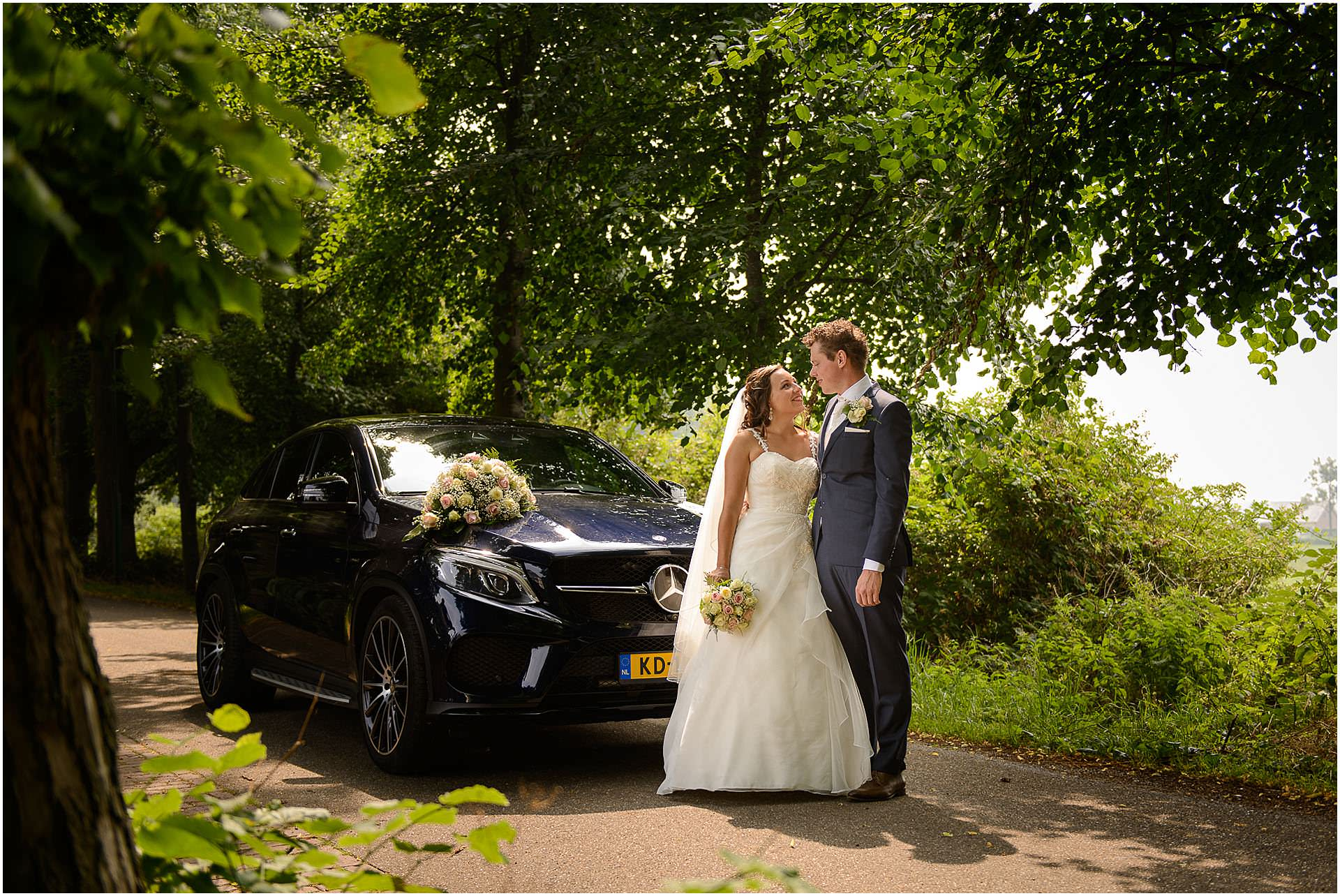 Bruidsfotografie Lithoijen (Oss) trouwen in eigen tuin door bruidsfotograaf Sandy Peters_0027.jpg