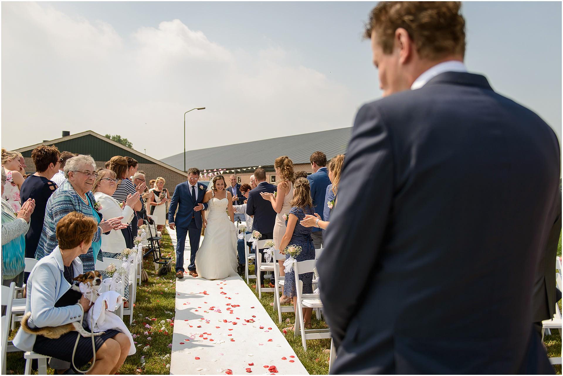 Bruidsfotografie Lithoijen (Oss) trouwen in eigen tuin door bruidsfotograaf Sandy Peters_0029.jpg