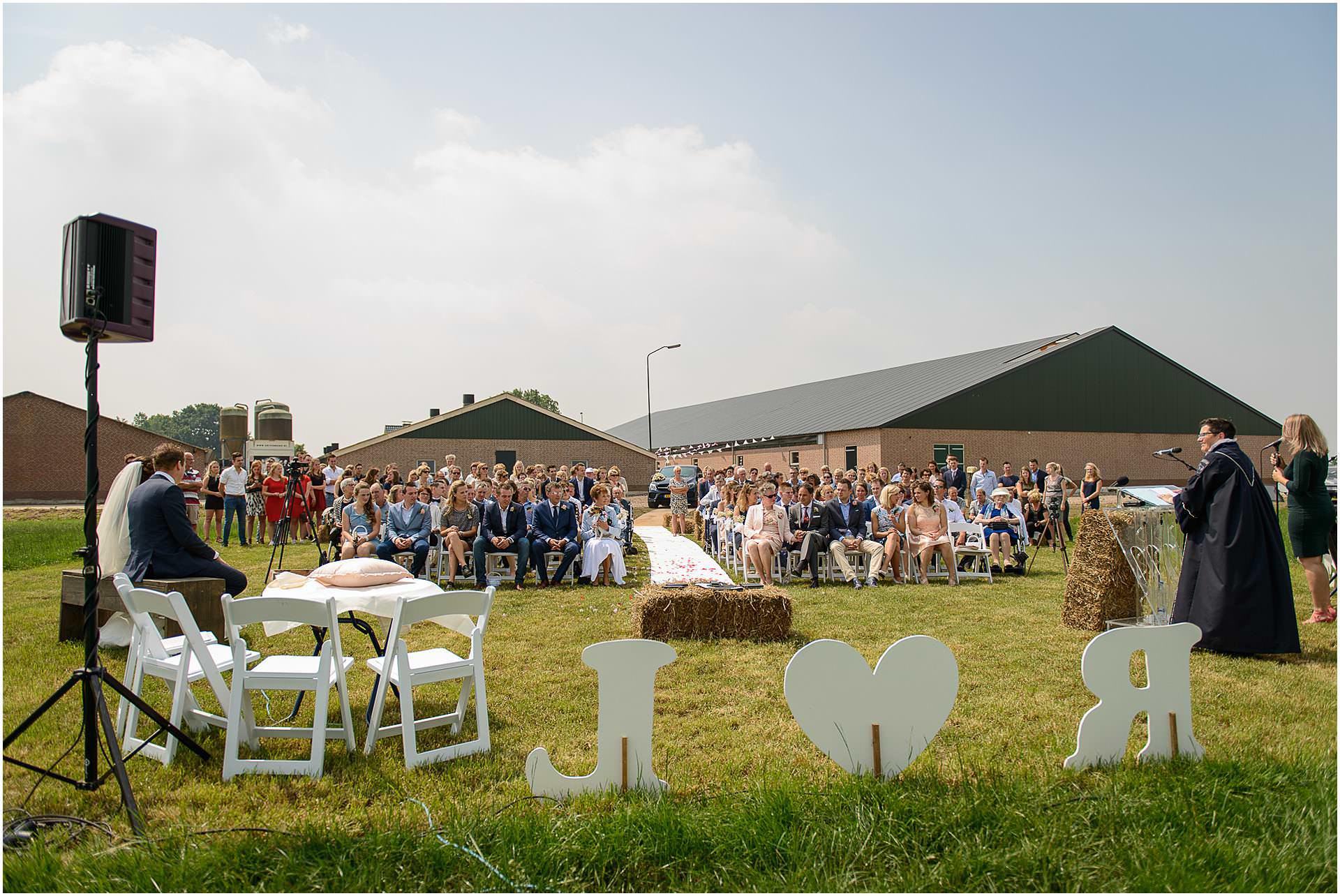 Bruidsfotografie Lithoijen (Oss) trouwen in eigen tuin door bruidsfotograaf Sandy Peters_0030.jpg