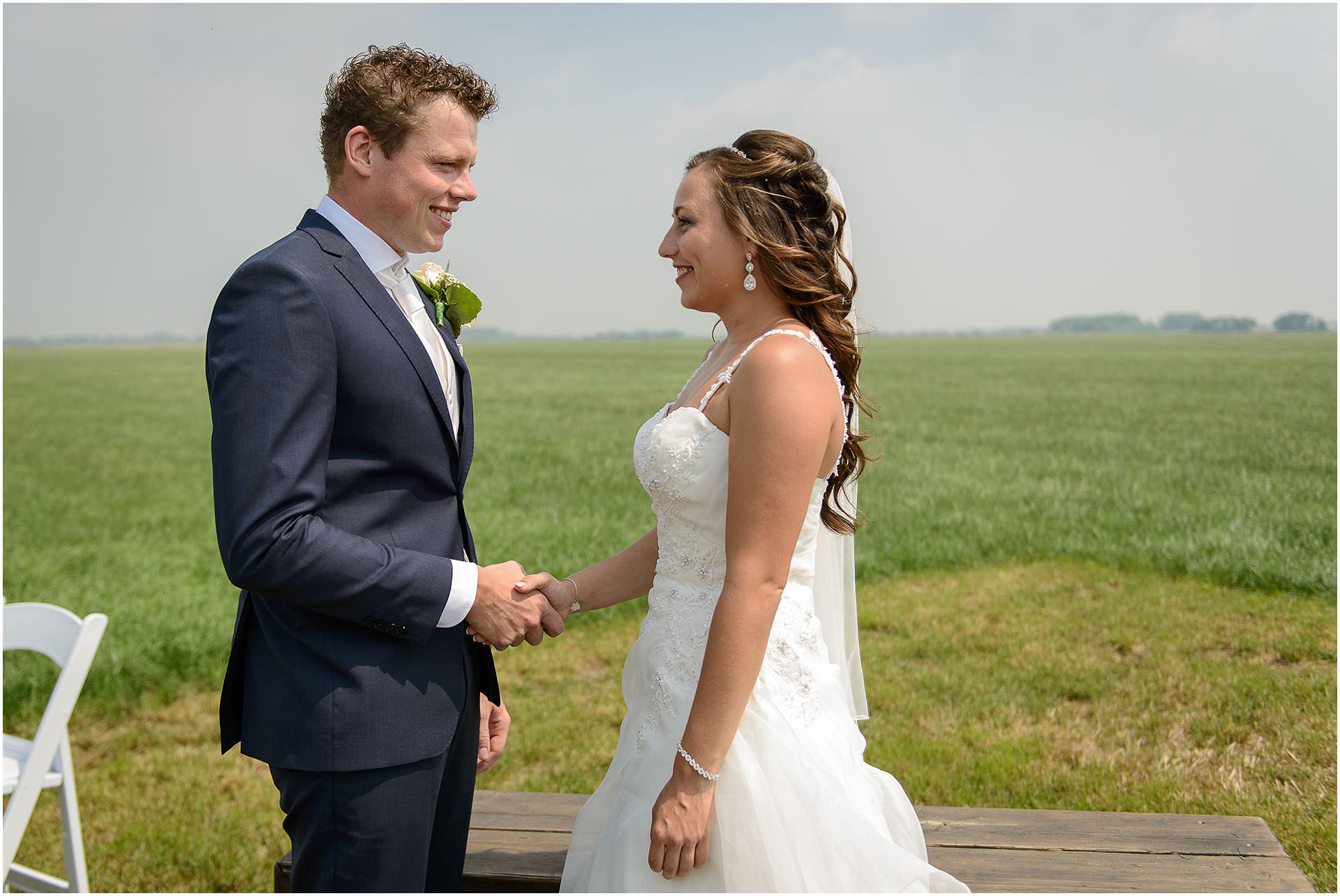 Bruidsfotografie Lithoijen (Oss) trouwen in eigen tuin door bruidsfotograaf Sandy Peters_0032.jpg