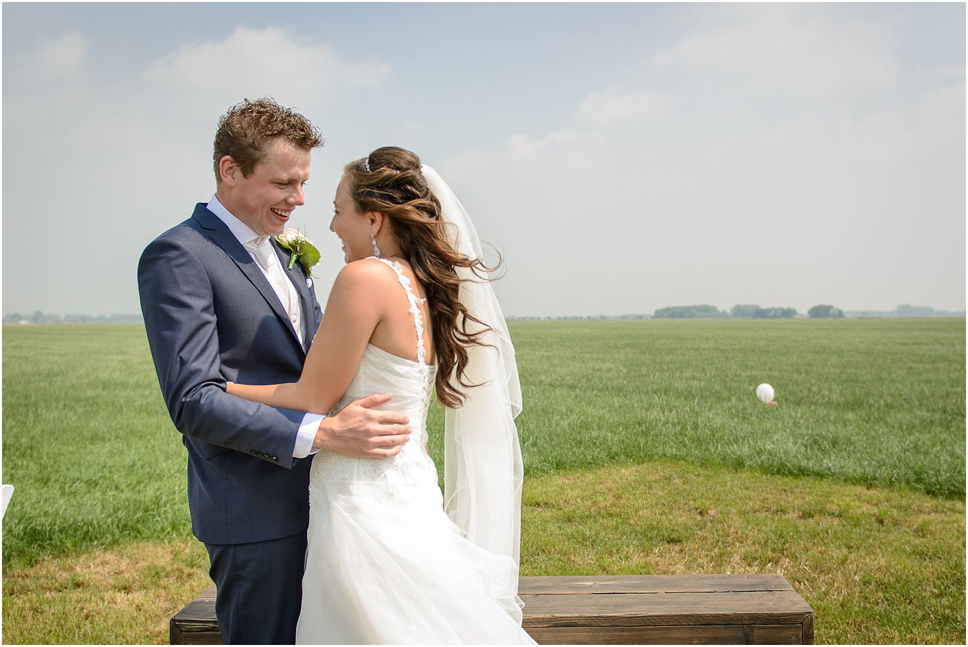 Bruidsfotografie Lithoijen (Oss) trouwen in eigen tuin door bruidsfotograaf Sandy Peters_0034.jpg