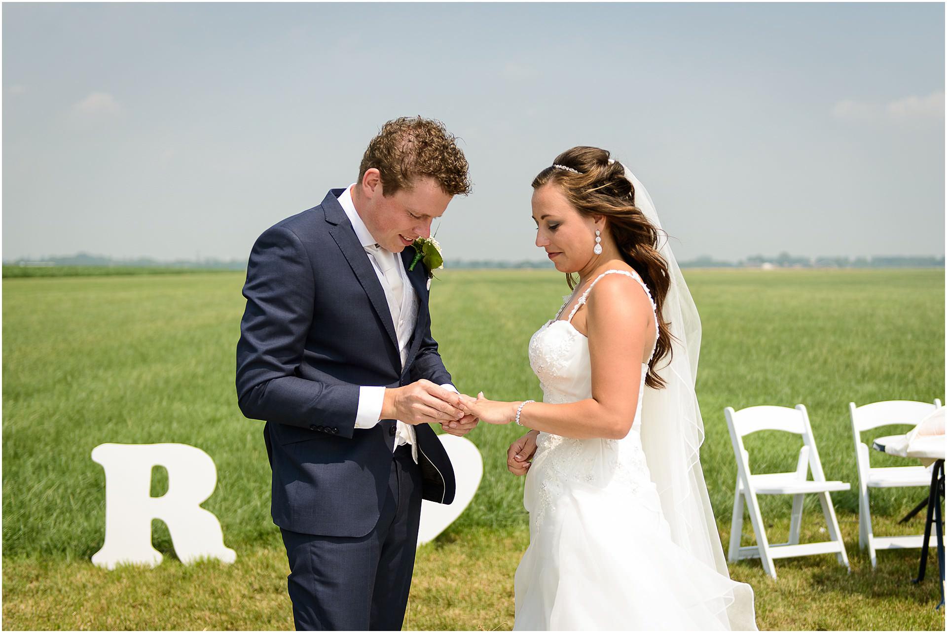 Bruidsfotografie Lithoijen (Oss) trouwen in eigen tuin door bruidsfotograaf Sandy Peters_0037.jpg