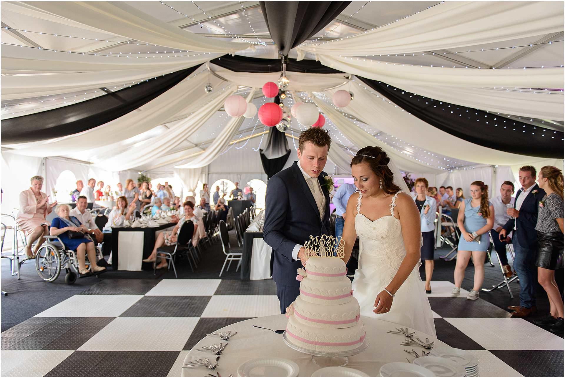Bruidsfotografie Lithoijen (Oss) trouwen in eigen tuin door bruidsfotograaf Sandy Peters_0041.jpg