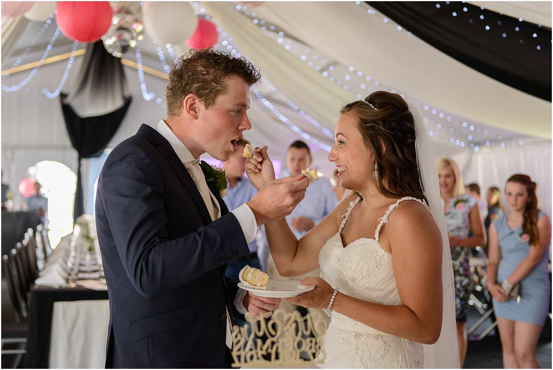 Bruidsfotografie Lithoijen (Oss) trouwen in eigen tuin door bruidsfotograaf Sandy Peters_0042.jpg