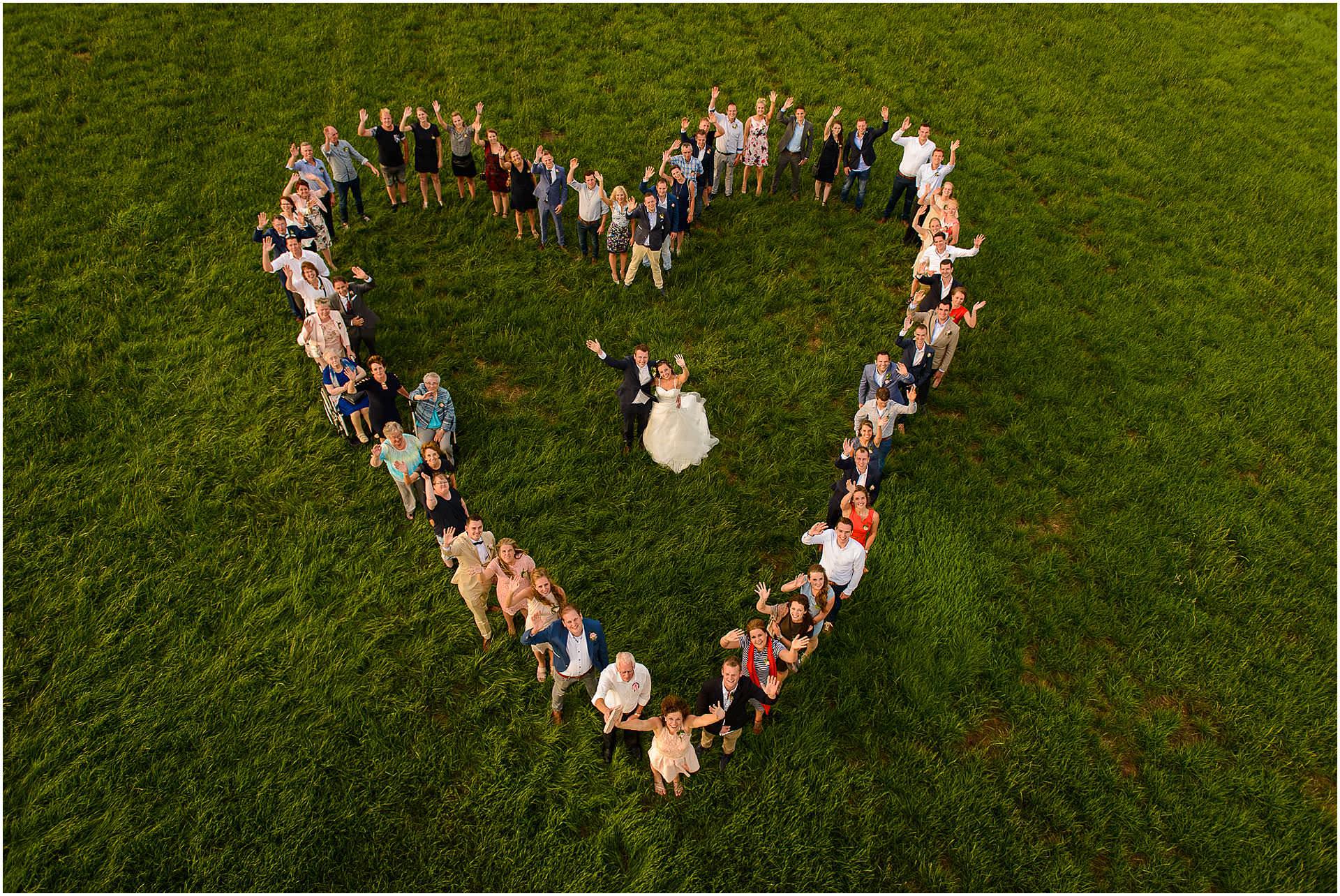Bruidsfotografie Lithoijen (Oss) trouwen in eigen tuin door bruidsfotograaf Sandy Peters_0044.jpg