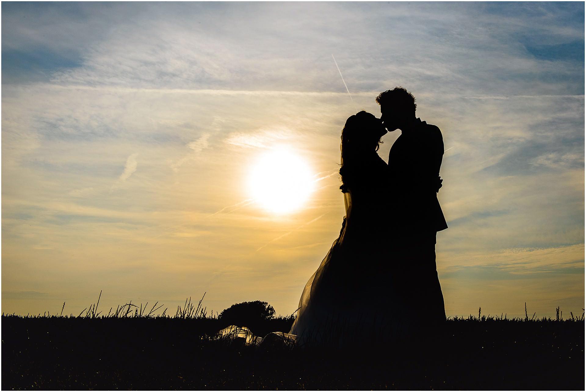 Bruidsfotografie Lithoijen (Oss) trouwen in eigen tuin door bruidsfotograaf Sandy Peters_0047.jpg