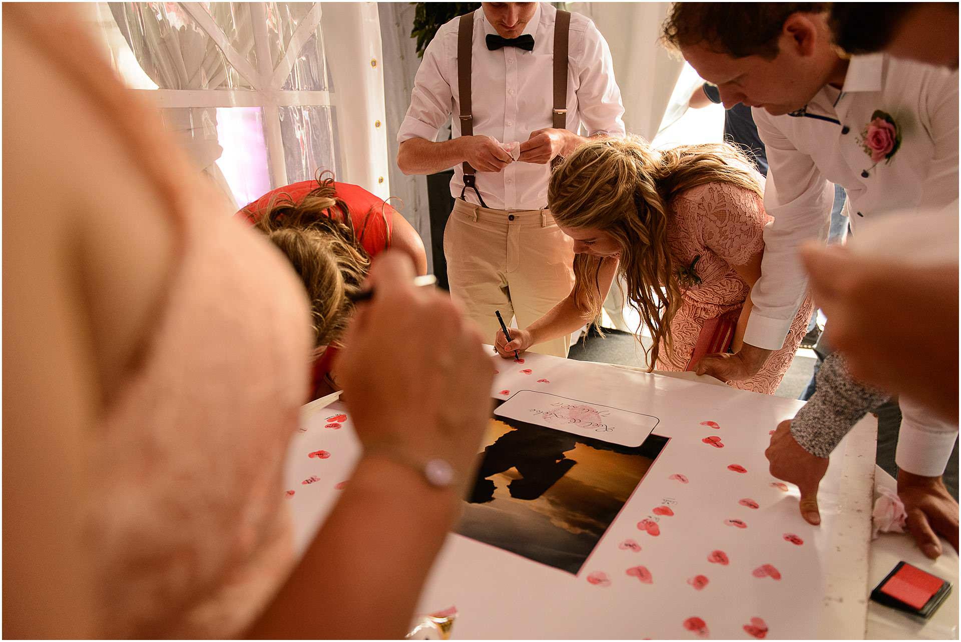 Bruidsfotografie Lithoijen (Oss) trouwen in eigen tuin door bruidsfotograaf Sandy Peters_0048.jpg