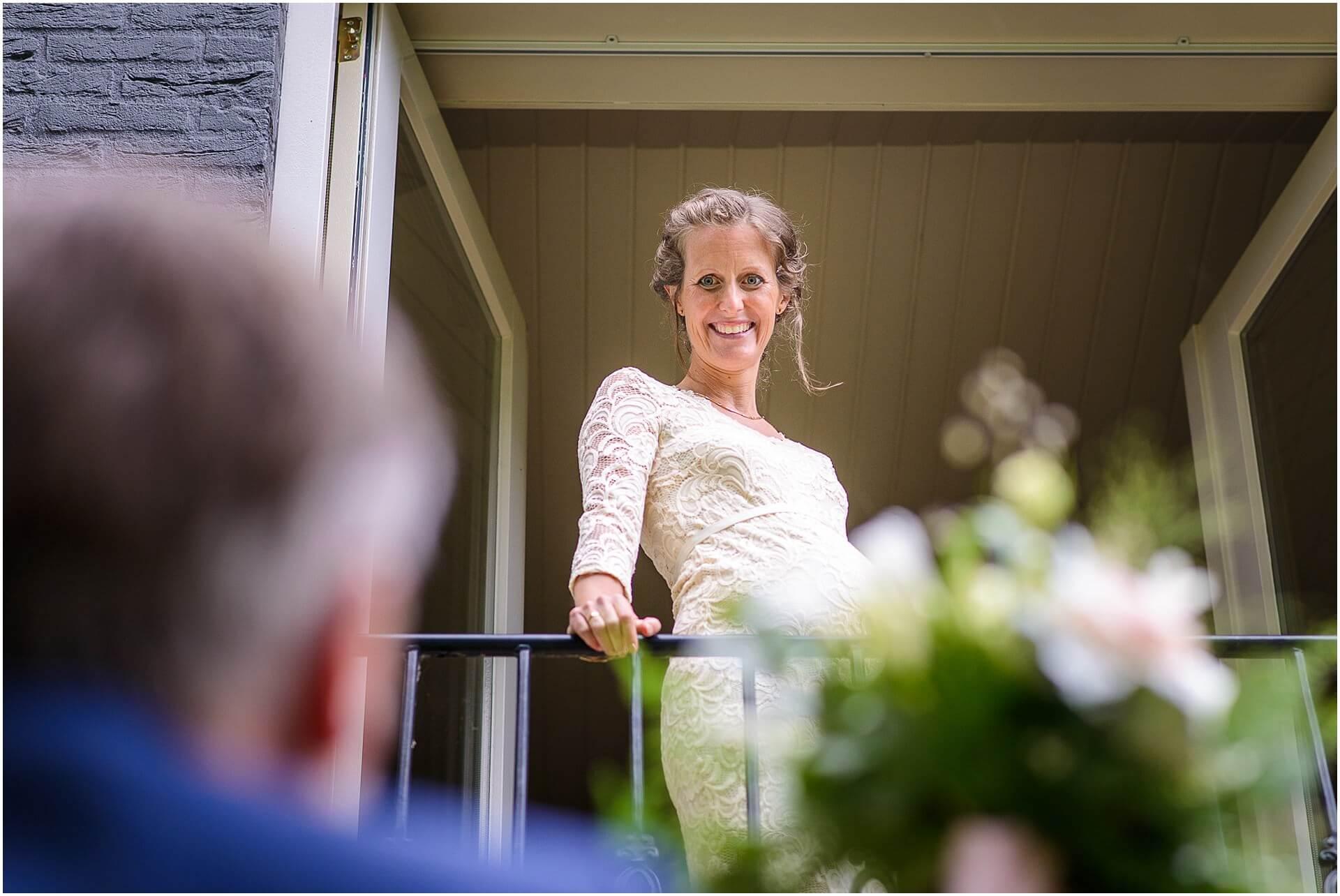 Bruidsfotografie Raadhuis Vught en feesten in eigen tuin door bruidsfotograaf Sandy Peters_0010.jpg