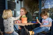 Day in the life fotoshoot in Zeeland, een dag in het leven documentair vastgelegd als mooie herinnering voor later door fotograaf Sandy Peters
