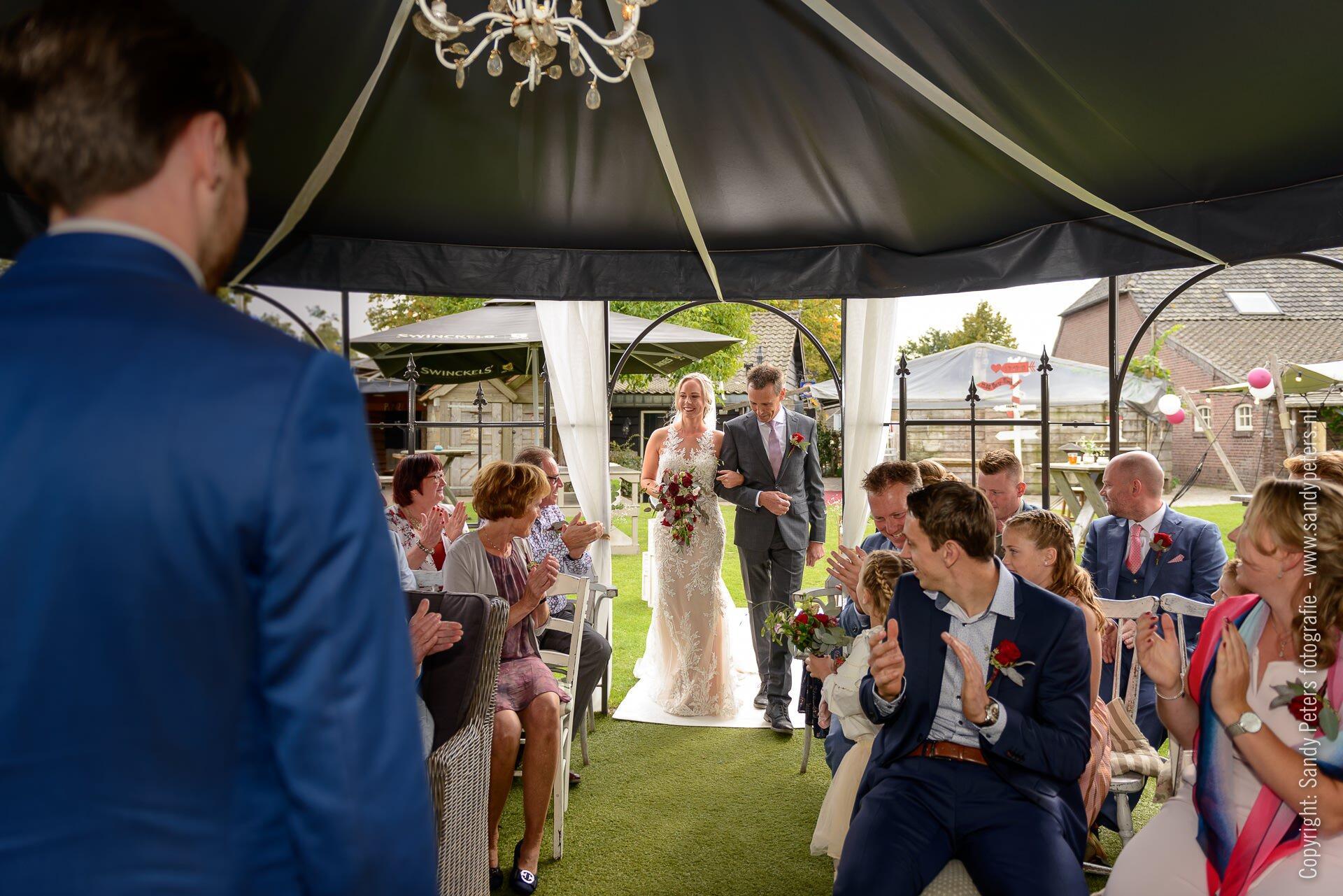 Bruidsfotografie bij de Brabantse Hoeve in Volkel door Bruidsfotograaf Sandy Peters