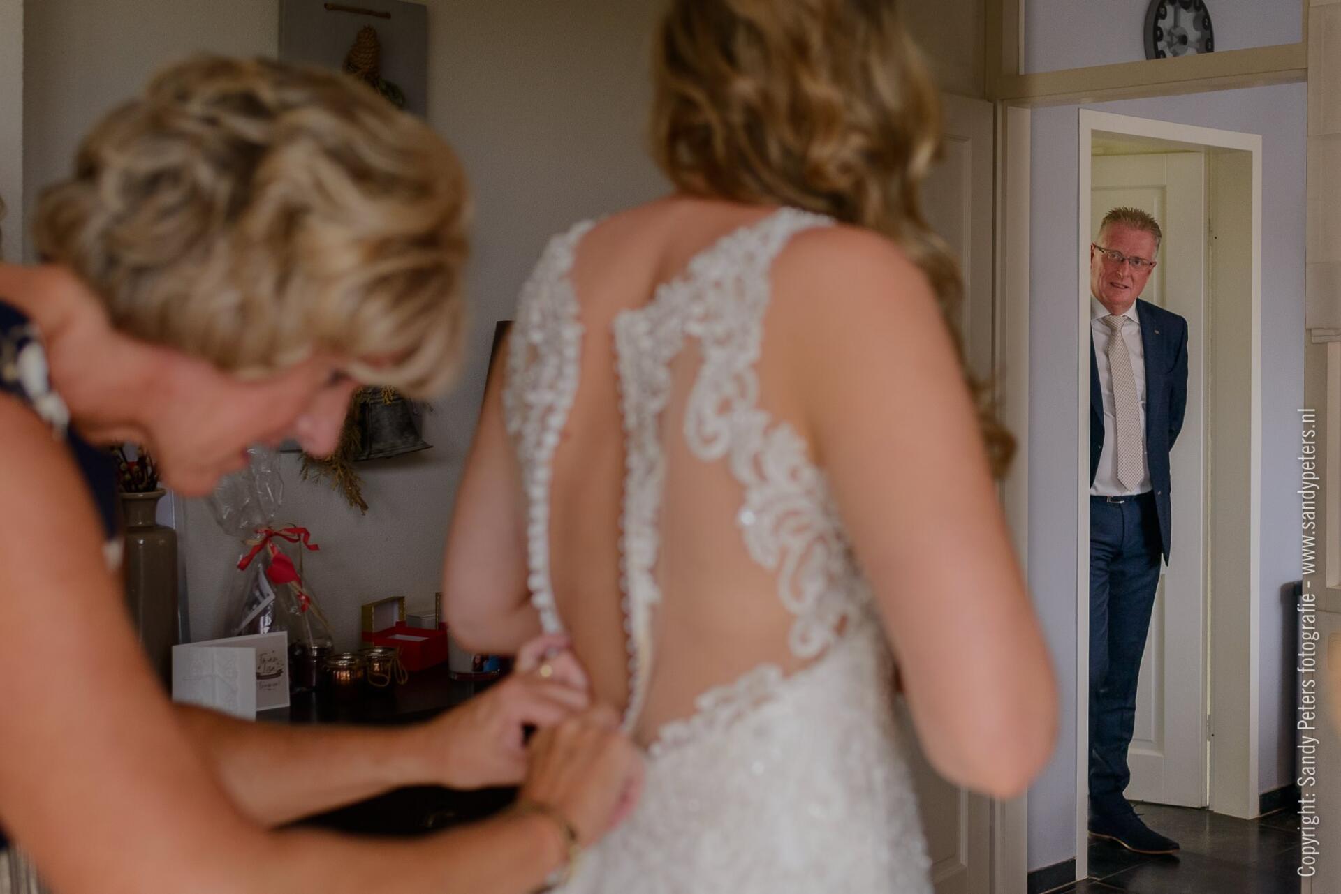 Bruiloft in Lith en Oss, trouwen tussen de mais door bruidsfotograaf Sandy Peters